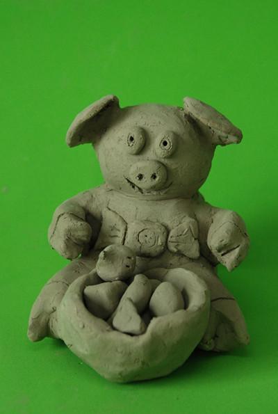 我校学生陶艺作品《动物乐园》